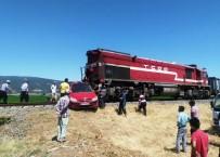 YÜK TRENİ - Yük Treni İle Otomobil Çarpıştı; Anne Ve Kızı Öldü, Baba Ağır Yaralandı
