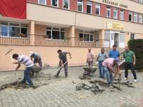 Akçaabat Lisesi'nin Bahçe Bakım Ve Onarımları Belediye Ekipleri Tarafından Yapıldı