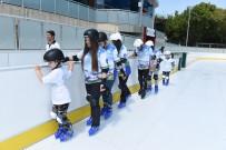 BUZ PATENİ - Bursa'da Her Mevsim Buz Pateni Keyfi
