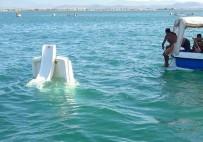 ZEYTINLI - Deniz Bisikleti Battı, İki Kişi İtfaiye Tarafından Ölümden Kurtarıldı