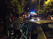 KILIMLI - İki Otomobil Kafa Kafaya Çarpıştı; 3 Yaralı