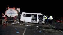AKTOPRAK - Minibüs Sulama Tankerine Çarptı Açıklaması 1 Hayatını Kaybetti, 1 Kişi Yaralı