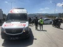 MUSTAFA ÖZDEMIR - Motosiklet Otomobilin Altına Girdi Açıklaması 1 Yaralı