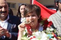 HÜSEYIN AKSOY - Olimpiyat Şampiyonu Elif Yenigün Eskişehir'de Coşkuyla Karşılandı
