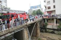 Otomobil Köprüden Uçtu Açıklaması 2 Yaralı