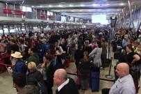 SIDNEY - Terör Endişesi Havalimanında Uzun Kuyruklara Neden Oldu
