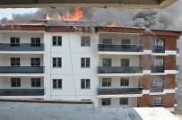 12 Katlı Binanın Çatısı Yandı