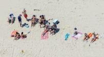 BEACH - ABD'li Vali Halka Kapattığı Plajda Görüntülendi