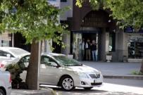 AHMET YESEVI - Bohba İmha Uzmanını Gördüler Telefonlara Sarıldılar