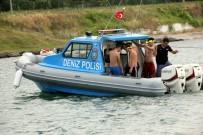GÜNEŞLI - Botla Denize Açılan 5 Genç Ölümden Döndü