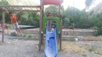 ZAP SUYU - Çocuk Oyun Parkı Onarılmayı Bekliyor