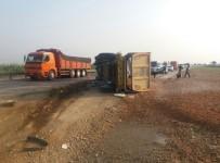 SEDAT YıLDıRıM - Hafriyat Kamyonu Devrildi Açıklaması 1 Yaralı