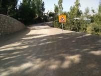 GEÇITLI - Hakkari'de Yol Asfaltlama Çalışması