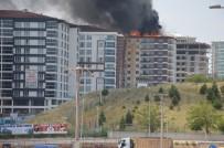 Kırıkkale'de 12 Katlı Apartmanın Çatısında Yangın