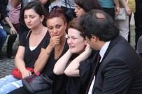 TÜRKIYE BAROLAR BIRLIĞI - Avukat Özgür Aksoy'a Adliye Önünde Tören