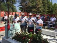 ÇUKURKUYU - Bisiklet Sporcuları Ömer Halisdemir'in Kabrini Ziyaret Etti