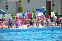 Buharkentli Çocuklar Yüzme Öğreniyor