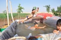 Çocukları Sıcaktan Bunalınca Römorku Havuza Çevirdi