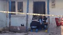 ESKIŞEHIR OSMANGAZI ÜNIVERSITESI - Eskişehir'de Evlerinin Önünde Oturan Çifte Ateş Açıldı