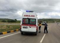 Kavşakta İki Otomobil Çarpıştı Açıklaması 8 Yaralı