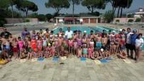 BÜYÜK MENDERES NEHRI - Kendisi Yüzme Bilmiyor Ama On Binlerin Öğrenmesini Sağlıyor