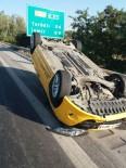 TAKSİ ŞOFÖRÜ - Otobanda Trafik Kazası, Yolcuya Yetişmek İsteyen Taksi Takla Attı