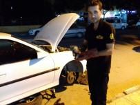 GÜNEŞLI - Otomobilin Motor Bölümüne Sıkışan Kedi, 2 Saatte Kurtarıldı