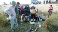 KADIN İŞÇİ - Tarım İşçilerini Taşıyan Kamyonet Takla Attı Açıklaması 2 Ölü, 7 Yaralı
