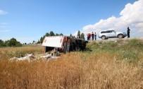 YEŞILDAĞ - Yemek Kamyoneti Tarlaya Devrildi Açıklaması 1 Ölü, 4 Yaralı