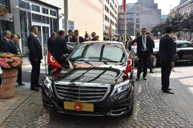 Erdoğan'ın konvoyu Hamburg'da 10 dakika bekletildi