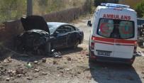 Direksiyon Hakimiyetini Kaybetti Galericiler Sitesine Düştü Açıklaması 3 Yaralı