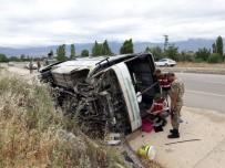 YAYLABAŞı - Erzincan'da İşçi Minibüsü Devrildi Açıklaması 19 Yaralı