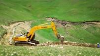 SEVINDIK - Gürpınar'da Tarım Arazilerini Sulama Çalışması