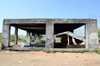 KONYAALTI BELEDİYESİ - Konyaaltı Belediyesi'nden  Metruk Yapılarda Temizlik