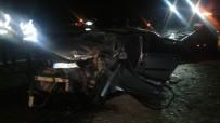 CEBRAIL - Seyir Halindeki Traktöre Çarpan Otomobil Sürücüsü Ağır Yaralandı