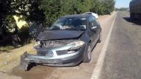 YARBAŞı - Adıyaman'da 2 Otomobil Çarpıştı Açıklaması 9 Yaralı