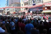 ERDEMIR - Binlerce Kişi Mağazaya Koşunca Yol Trafiğe Kapandı