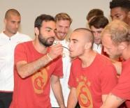 SELÇUK İNAN - Galatasaray'ın Kampında Yunus Akgün'ün Doğum Günü Kutlandı