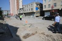 TRAFİK YOĞUNLUĞU - Hürriyet Mahallesinde Yol Yapım Ve Düzenleme Çalışmaları Başladı