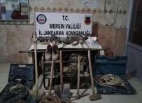 KAÇAK KAZI - Silifke'de Kaçak Kazı Yapan 4 Şüpheli Suçüstü Yakalandı