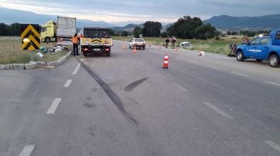 Tır ile kamyonet çarpıştı: 3 ölü, 1 yaralı