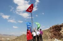 MATEM - 15 Temmuz'u Unutmayan Kaleboğazlılar Kaleye Bayrak Diktiler