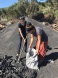 MANGAL KÖMÜRÜ - Aydınlı AK Kadınlar Kömür Ocağını Ziyaret Etti
