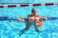 ZİHİNSEL ENGELLİLER - Bayraklı'da Yüzmeye Engel Yok