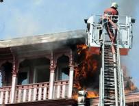 BİNA YANGINI - Arnavutköy'de ahşap binanın çatısında yangın çıktı