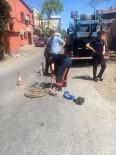 EYÜP BELEDİYESİ - Eyüp Belediyesi Veteriner İşleri Müdürlüğü Ekipleri Kanala Düşen Yavru Köpeği Kurtardı