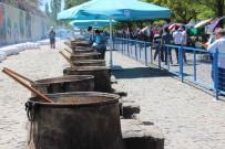 SABAH EZANı - Hazırlığı Bir Hafta Süren 50 Kazan Pilavı Yarım Saatte Tükettiler