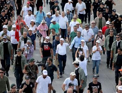 Kılıçdaroğlu'nun Dragos'tan Maltepe'deki miting alanına yürüyüşü başladı
