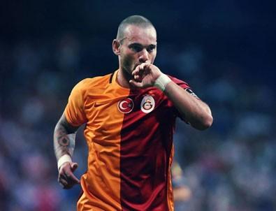 Sneijder kalacağını açıkladı