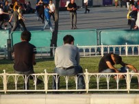 TAKSIM - Taksim'de Yine Aynı Görüntüler